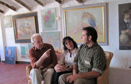 """El escritor Francisco Ponce con personas del """"Grupo Museo"""" Lietor"""
