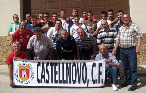Entrenador, jugadores y directivos del Castellnovo C.F.
