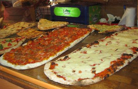 Deliciosas pizzas en porciones