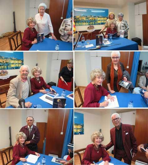 Carmen Carrasco firma su libro