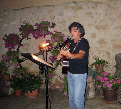 Cantautor Lucho Roa