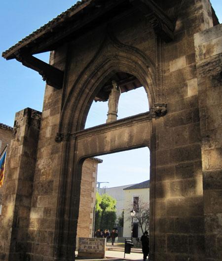 Pórtico de entrada Biblioteca Municipal Valencia