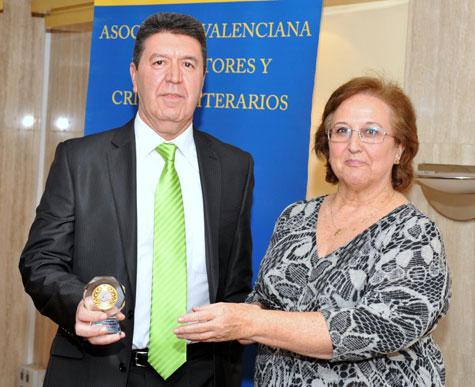 """Medalla de """"ORO"""" para Ángel Latorre Latorre entrega el galardón Gloria de Frutos"""