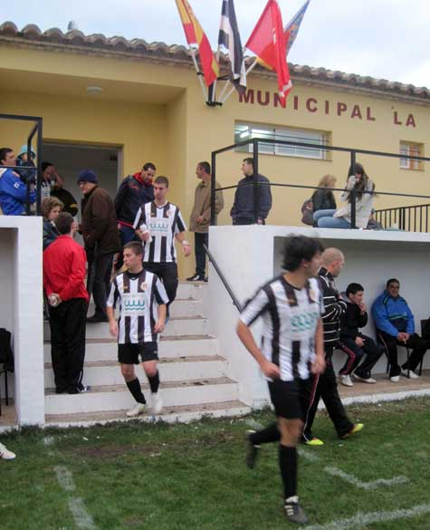 Salida Castellnovo C.F.  en la segunda parte