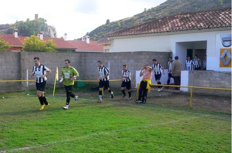 Salida jugadores del Castellnovo C.F.