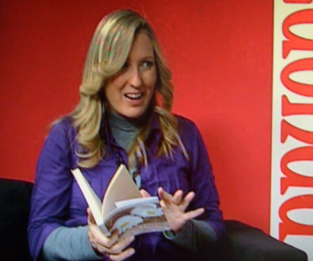 Silvia Costa con el libro Huevos Fritos