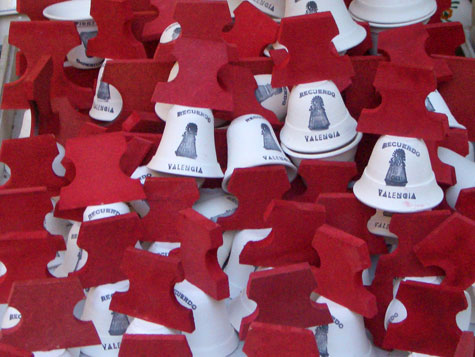"""Campanas de roja madera - """"La escuraeta"""" de Valencia"""