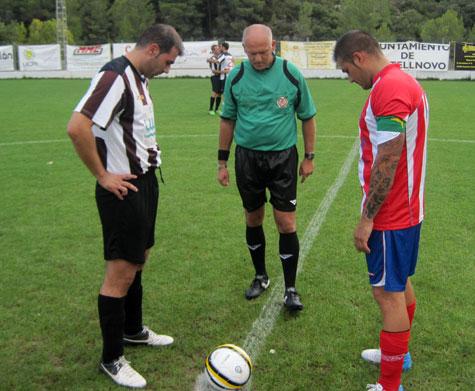 Capitanes y árbitro (sorteo de terrenos)