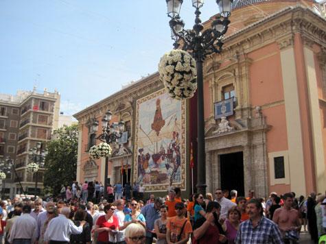 Fachada de la Basílica de la Virgen de los Desamparados