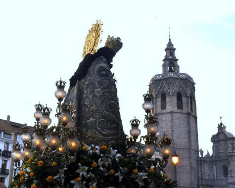 Virgen y el Micalet de fondo